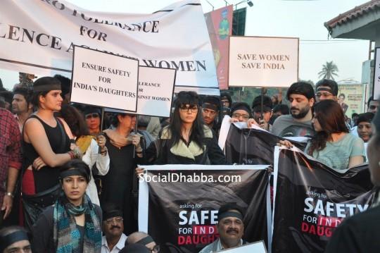 Sherlyn-Chopra-mourn-rape-victim